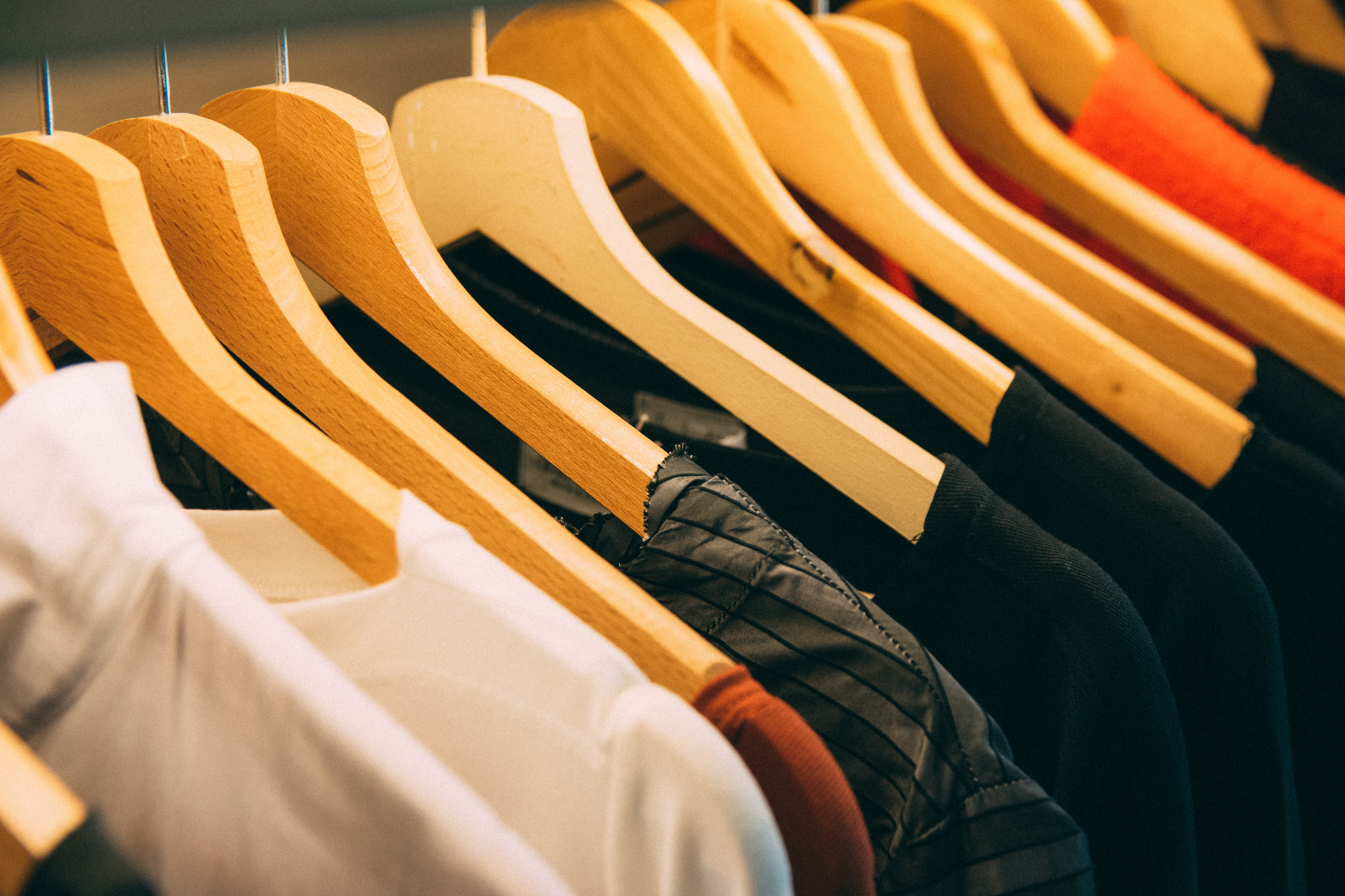 6 Best Smartphone Apps To Help You Sell Your Used Clothes Online
